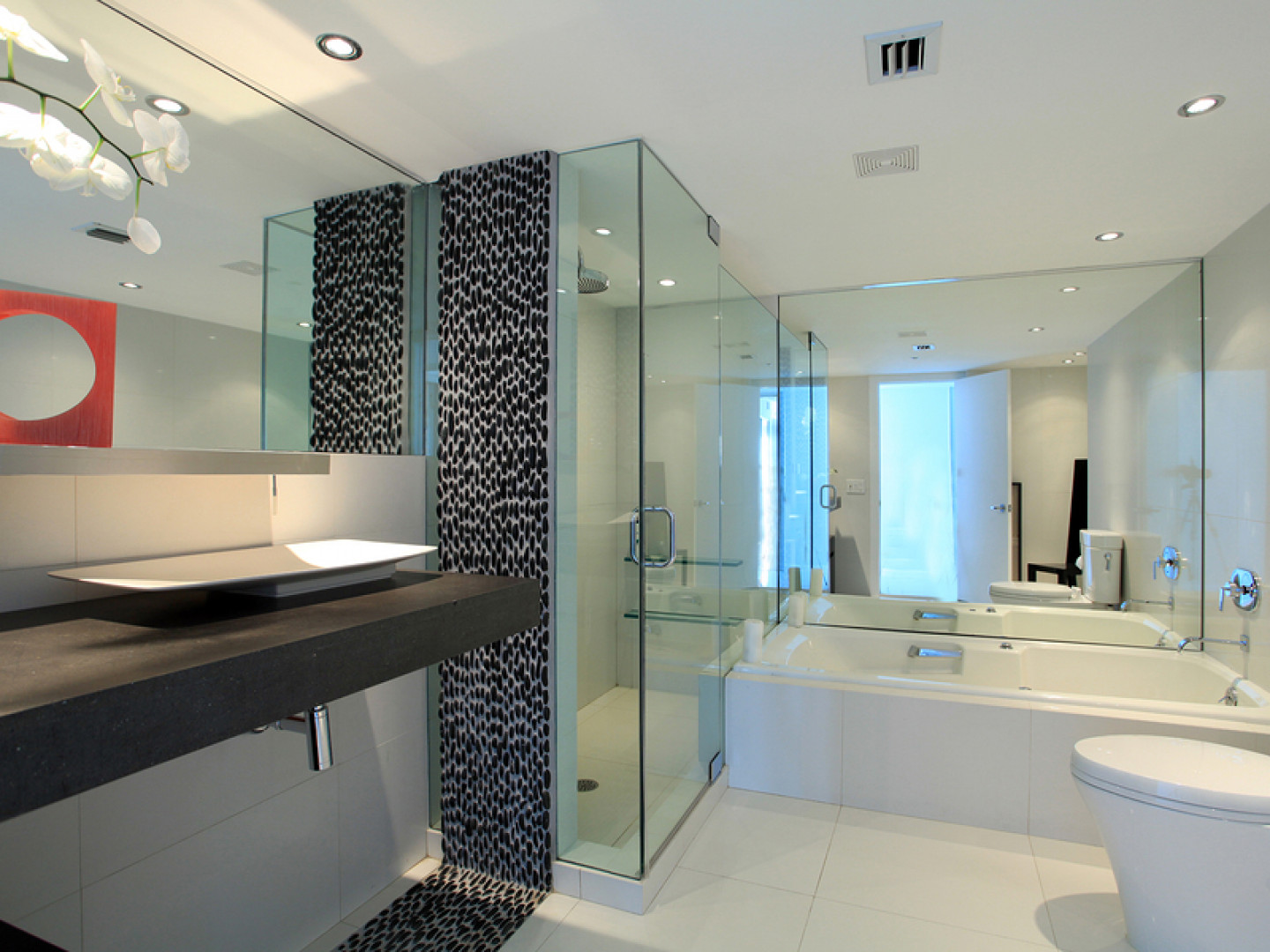 3 perks of glass shower doors